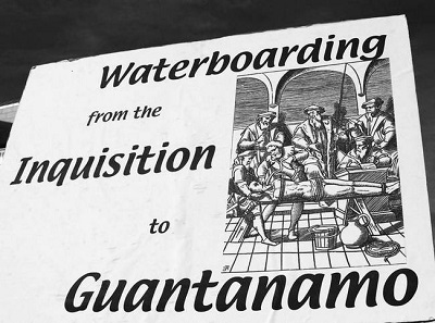 Рис. 13. Протестный плакат, сравнивающий пытки утоплением