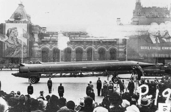 Рис. 8. В августе 1957 года СССР провел успешные испытания первой в мире межконтинентальной баллистической ракеты